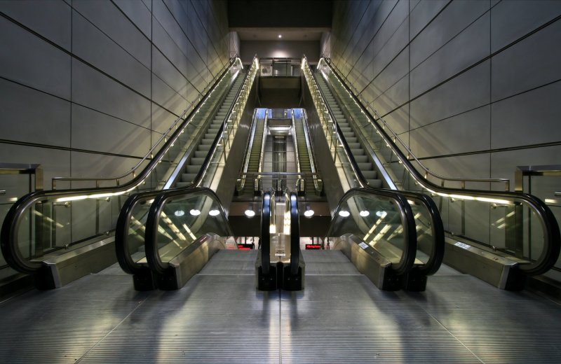 ESCALATOR SAFETY DEVICES
